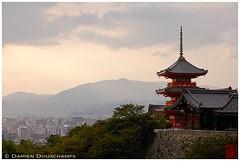Evening light on Kiyomizudera temple, Kyoto (Damien Douxchamps) Tags: japan  japon kansai  kinki  kyoto   higashiyama kiyomizudera   temple     unescoworldheritage