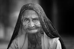 Inde: Rajasthan, vieille dame de Jaisalmer. (claude gourlay) Tags: inde india asie asia indedunord northindia claudegourlay portrait retrato ritratti ritratto people femme woman rajasthan jaisalmer nb bw noiretblanc blackandwhite