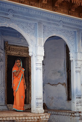 A touch of ELEGANCE (MeriMena) Tags: woman cultures streetphotography canon450d beautiful traditional bindi merimena rajasthan blue colors asia canon india portrates travel saree orange
