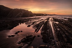 Mar del sol (Jakes Berrio) Tags: greatphotografers zeiss sony sonyalpha skyred skyline sky blood basquecountry rocks sun sonya6300 redsea zumaia sea goldenhour sunset platinumheartaward variotessarte41670 sonyflickraward