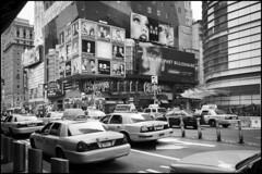 2010-09_DSC_1393_20160726NB (Ral Filion) Tags: newyorkcity newyork usa tatsunis nyc manhattan ville amrique urbain gratteciel taxi rue publicit publicity city america urban building skyscraper street yellowcab blackman noiretblanc blackandwhite