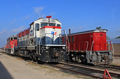 Tied down at Mockingbird (GLC 392) Tags: nre genset national railway equipment 3gs21c 2gs14b dgno dallas garland northeastern railroad train mockingbird yard tx texas 2001 141 3833 emd gp382 rail america ra
