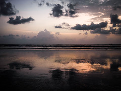 Paysages indiens 01 (tristanwelty) Tags: couch soleil plage bombay nuages inde