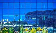 mirage en bleu (Blende57) Tags: blue sky reflection berlin glass germany himmel trains hauptbahnhof blau glas reflektion zge berlinmitte centralrailwaystation canon5dmarkii