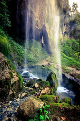 Cascade de Kakueta (flo40140) Tags: aquitaine eau rocher uga paysbasque paysage france grandangle lightroom landscape water canon canon60d cascade 1018