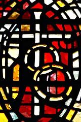 4 - Rambouillet, glise Saint-Lubin-et-Saint-Jean-Baptiste, Vitraux de Gabriel Loire - Les 7 sacrements - Le Mariage - Dtail (melina1965) Tags: aot august 2016 ledefrance yvelines nikon d80 rambouillet glise glises church churches vitrail vitraux stainedglasswindow stainedglasswindows croix cross crosses macro macros