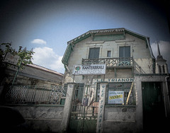 A vendre (timmydisme) Tags: saumur vide abandonn restaurant france oldfashioned character past driveby