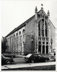 First United Methodist Church, 212 S. Park Street, Kalamazoo, c1982 (kplcommons) Tags: united methodist church architecture stained glass outside ivy sidewalk cars streetlight kalamazoopubliclibrary sarah hultmark