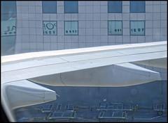 (wilphid) Tags: lisbonne lisboa portugal aroport lisboaportela avion pistes hublot