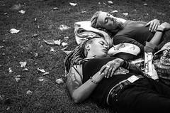 (.Bubamara.) Tags: tattoo foglie prato giardino hair hands mani sogno riposo ragazzi sognare disegni