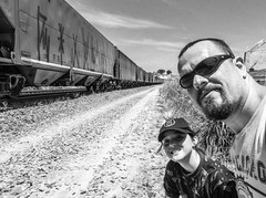 "2254'48.6""S 4708'33.0""W (Fabio_CPS) Tags: child sun outdoor treking daghter daughter filha amor sol train book eli"