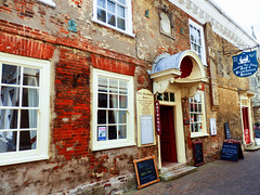 Newport, Isle of Wight (photphobia) Tags: newport isleofwight rivermedina town uk buildings building buildingsarebeautiful architecture oldtown oldwivestale outdoor outside restaurant