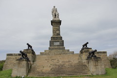 lord collingwood and four guns from his ship the royal sovereign (dslr stephen) Tags: monument statue tynemouth cannons lordcollingwood