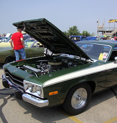 1973 Plymouth Road Runner. (dccradio) Tags: old travel vacation sky white green classic tourism festival wisconsin vintage classiccar vintagecar antique antiquecar plymouth bluesky 1970s oldcar wi 1973 wisconsindells carshow dells communityevent lakedelton automotion
