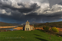 La tormenta que se avecina..... (PITUSA 2) Tags: naturaleza paisaje pantano cielo nubes tormenta otoño rayo león embalse castillayleón riaño ermitadequintanilla pitusa2 elsabustomagdalena