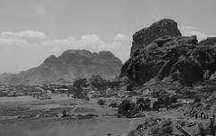 Senafe /  (Eritrea) - Town and Metera Mountain (Danielzolli) Tags: mountain berg montagne berge montanhas fjell montaas eritrea gebirge gory dalar debub hory habesha  fjll fjall planina sanafe erythre senafe  gebirgskette montaignes ertra erythrea eritra metera    zobadebub akeleguzai   akeleguzay accheleguzai acheleguzai akkologuzai  hahayle