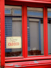 """""""Sorry, we're CLOSED ..."""" (xavnco2) Tags: amiens somme picardie france vitrine boutique ferme closed shop window reflet reflection rouge red"""