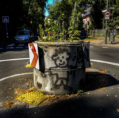 Roundabout (L I C H T B I L D E R) Tags: roundabout kreisverkehr trafficcircle germany cologne street strase verkehr painting graffity huawei