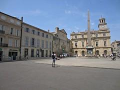 (AmyEAnderson) Tags: unesco arles france bouchesdurhone provence courtyard buildings historic romanesque roman monument clock fountain
