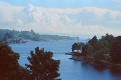 suomenlinna (Ilona Fogelson) Tags: suomi finland suomenlinna photo film sea sky analog analogphotography canon canonef24105 canon24105 canoneos300 canonrebel2000 colorreversalfilm kodak kodakvision kodakvision3500t 35mm helsinki landscape