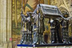 Monumento a San Fernando (pabloppl) Tags: sevilla catedraldesevilla sanfernando monumento reyescatlicos castillaylen