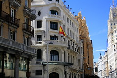IMG_1481 (chloewilkinson2) Tags: plaza street friends wanderlust explore travel summer holiday warmth sky sunshine country building flag spain madrid