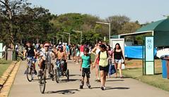 Diversidade no parque Villa-lobos (PortalJornalismoESPM.SP) Tags: parquevillalobos domingo famlias bicicleta malabarismo funk jovens culos juliananbregadenoronha
