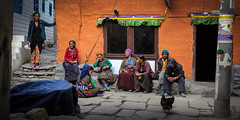 Nepal, Upper Mustang - People posing as for a painting. (Roberto Farina Travel Photography) Tags: nepal uppermustang kagbeni himalaya mountains annapurna people travelreportage travel portrait group painting