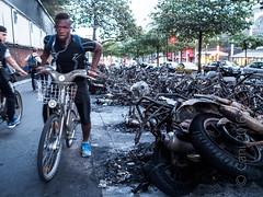 Deux-roues parisiens (cani7575) Tags: paris parisrivegauche ep5 vlib mzuikod17mmf18 montparnasse incendie deuxroues moto scooter vlo cycliste
