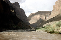 34-592 (ndpa / s. lundeen, archivist) Tags: nick dewolf nickdewolf color photographbynickdewolf 1970s 1973 film 35mm 34 reel34 arizona northernarizona southwesternunitedstates grandcanyon coloradoriver raftingtrip raftingexpedition water river landscape scratch scratches scratched watersedge riversedge riverbank mountains canyonwalls flora plantlife 1972