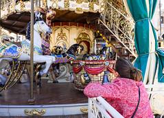 Puedo subir? (Carlos Pea Fernandez) Tags: subir tiovivo caballo juegos games carousel carrusel xt1 1855 fujifilm fujinon