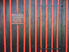 Avis (yanitzatorres) Tags: black red doors negro negra roja rojo rayas bisagras puertas puerta ostricultura ostriches ostras anquitania francia gujanmestra