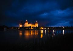 Ich mag schloss Moritzburg. (RosanaCalvo) Tags: alemania atardecer moritzburg agua airelibre arquitectura castillo luces noche nubes reflejos schloss