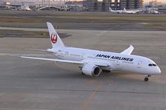 JA826J Boeing B788 HND 02Dec2012 (Citation Ten) Tags: ja826j b788 jal hnd