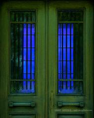 Green Door Blue Window (Harry Lipson III) Tags: door blue window portal gree harrylipsoniii harrylipson harryshotscom harrylipson3 greendoorbluewindow visitharryshotscom iinviteyoutovisitmywebsiteharryshotscom theunsungphotographer theunsungphotographercom totalslackerphotographycom totalslackerphotography