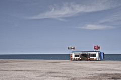 IMG_4586 (willem overkleeft) Tags: sea sky landscape wolken flags snackbar vlag friet lonsome