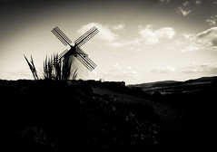 Windmill (susivinh) Tags: blackandwhite bw espaa blancoynegro windmill monochrome landscape monocromo spain quijote horizon bn molino spanish quixote horizonte lamancha espaol castilla castillalamancha manchego