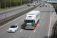 Valerie Lee (Moving Britain) Tags: m1 eddiestobart scaniar420 valerielee pn11yda