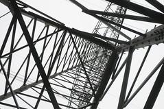 Stahl-Fachwerk-Mast Variationen (29) (Chironius) Tags: germany deutschland alemania allemagne industrie germania gegenlicht stahl emsland lingen niedersachsen hochspannungsleitung strommast stromleitung berlandleitung gittermast stahlfachwerk   freileitungsmast stahlfachwerkmast fachwerkskonstruktion