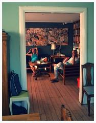 Intimitet 2 (Colombaie) Tags: danimarca denmark lborg aalborg nrresundby interno casa quotidianit danese ritratto uomo uomini maschio franco marco guardare tv televisione olimpiadi brasile presi unaware gay lifestyle lgbt