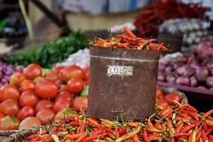 Cabai (vonbueren) Tags: chili scharf markt pasar tomohon indonesien sulawesi pesan gemse rot gefss verkauf speisen cabai stand asia sdostasien