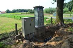 Oud en nieuw naast elkaar. (f O h O) Tags: stroomkast pnem enexis beugen noordbrabant nederland