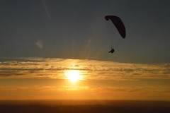 DSC_1691 (JustineChrl) Tags: sunset coucher de soleil auvergne france puydedome volcan montagne nature landscape paysage colors orange red blue sky clouds sun parapente parasailing nikon nikond3200 out