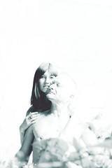 In Love (One-Basic-Of-Art) Tags: paar prchen people mensch menschen portrait love amour liebe verliebt verliebtsein romance romantik nackt 1basicofart tfp onebasicofart annewoyand woyand fotografie photography canon canoneos350d canoneos einfarbig weis blau weiss woman frau girl mdel madl bub mann man boys girls boy