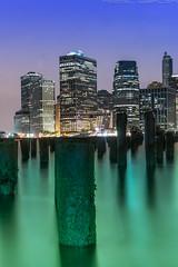 pylon (noaxl.berlin) Tags: manhatten sony a7rii samyang rokinon walimex 14mm newyork ny architektur architecture skyscraper night brooklyn lights skyline bridge stars wasser meer sea