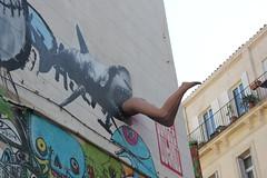 Les dents de la mer. (Anne-Christelle) Tags: marseille france streetart artderue requin jambe legs shark graffitis