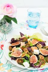 Ensalada de higos. (Frabisa) Tags: ensalada lechuga higos queso vinagreta casero salad lettuce figs cheese dressing homemade