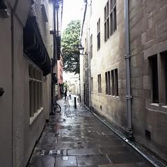 Magpie Lane (breakbeat) Tags: hipstamatic oxford instameet instagrammeetup photowalk city hipstamaticapp road alley lane magpielane buildings narrow