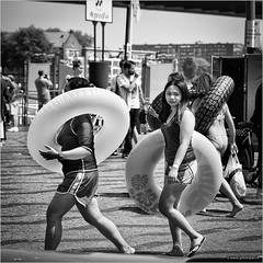 Summer in the city (John Riper) Tags: johnriper street photography straatfotografie rotterdam square bw black white zwartwit mono monochrome netherlands candid john riper canon 6d 24105 l willemsplein swimming water fun summer the big slide spido girls kids smile people