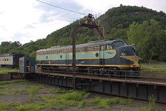 Erie #833 (EMD E8) at Port Jervis, NY on the Erie Turntable (thoman1527) Tags: portjervisny erieturntable emde8 833 erierailroad conrail4022 cr4022